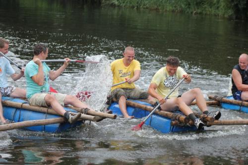 Teambuilding op het water met vlotbouwen en varen
