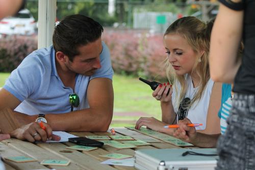Speel tijdens je bedrijfsuitje, familiedag of vriendendag Wie is de mol bij De Wilgenweard in Nijverdal.