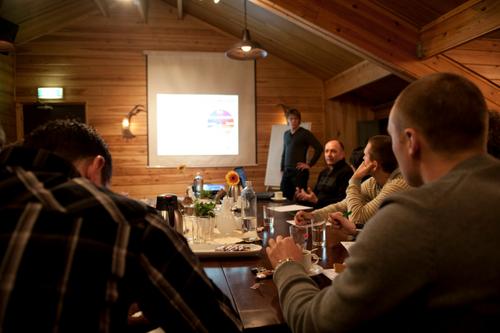Vergaderen in een sfeervolle ruimte voorzien van alle vergaderfaciliteiten