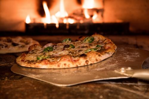 Pizza bakken bij De Wilgenweard in Nijverdal