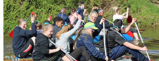 vlotbouwen bij schoolreisjes bij de Wilgenweard Nijverdal