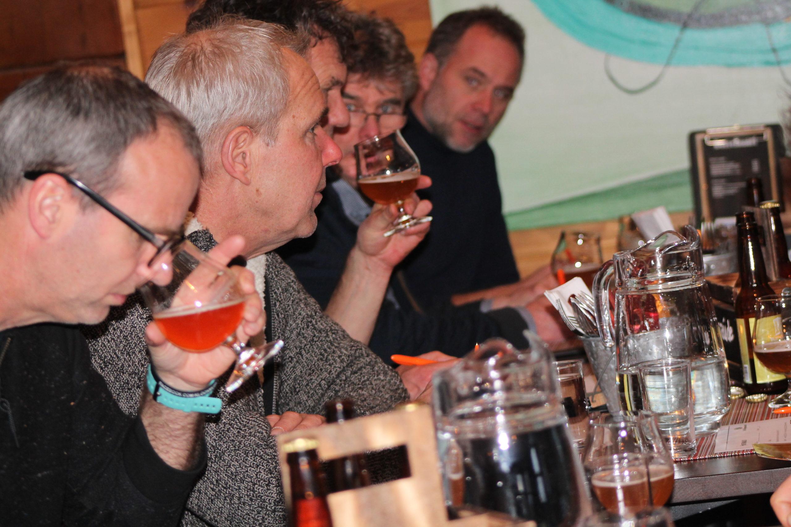 bierproeverij bij de Wilgenweard